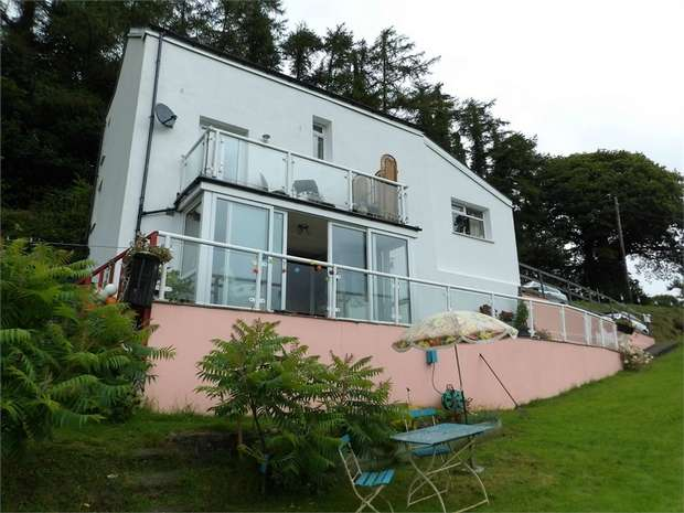 3 Bedrooms Detached House for sale in Pentrebach, Lampeter, Ceredigion