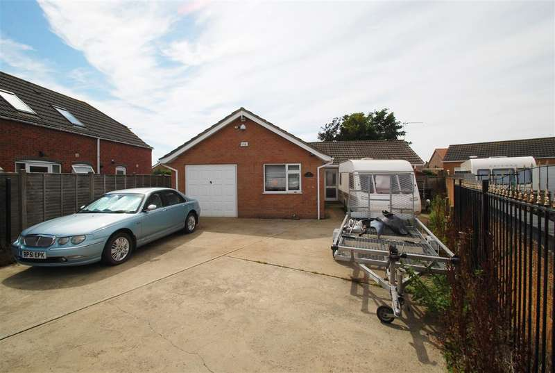 2 Bedrooms Bungalow for sale in Flamborough Close, Skegness
