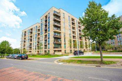 2 Bedrooms Flat for sale in Bodiam Court, Lakeside Drive, Park Royal, London