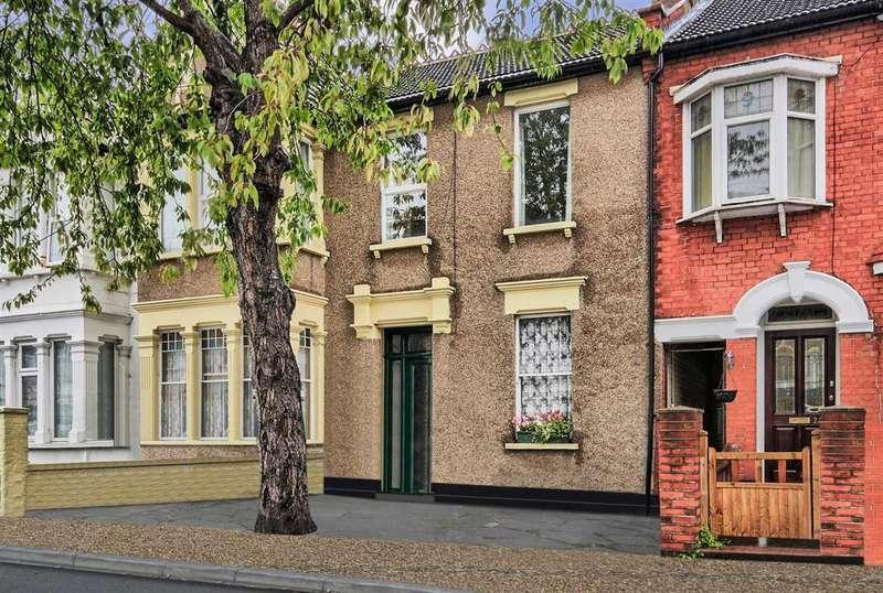 2 Bedrooms Apartment Flat for sale in Burdett Avenue, Westcliff-on-sea