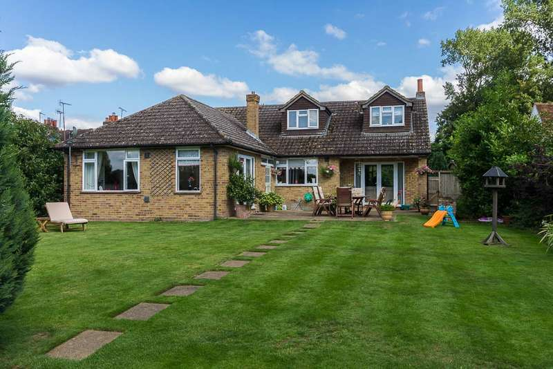 5 Bedrooms Detached House for sale in Bells Lane, Horton, SL3