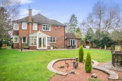 4 Bedrooms Detached House for sale in Middle Drive, Ponteland, Newcastle upon Tyne, Northumberland, NE20