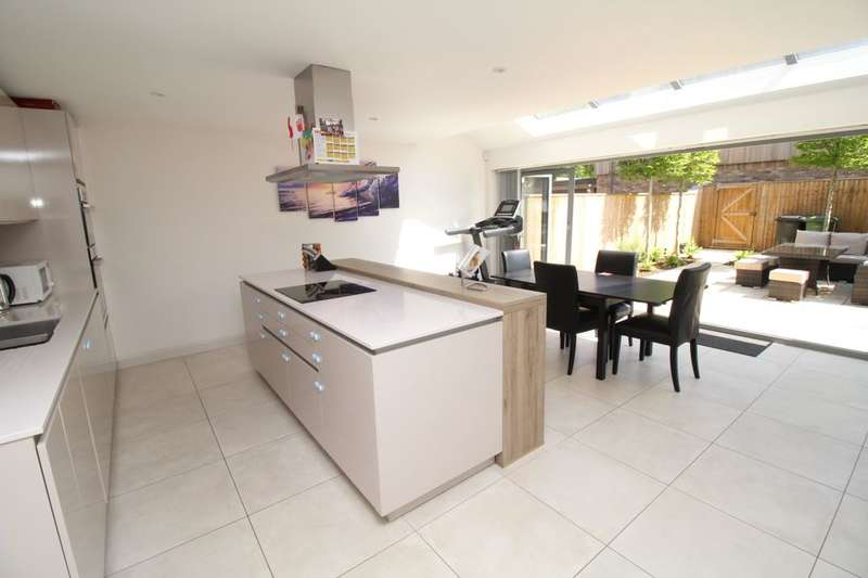 4 Bedrooms Semi Detached House for sale in Mydweeke Place Burnett Close, Winchester, SO22