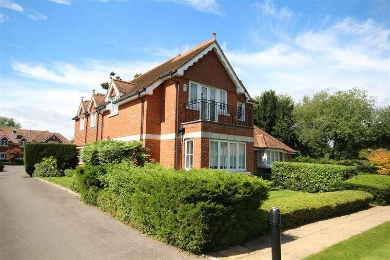 3 Bedrooms Apartment Flat for sale in Bonhomie Court, Broadcommon Road, Hurst, Hurst, RG10