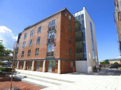 2 Bedrooms Flat for sale in Weevil Lane, Gosport, Hampshire