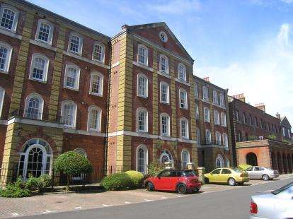 2 Bedrooms Flat for sale in Royal Gate, Southsea, Hampshire