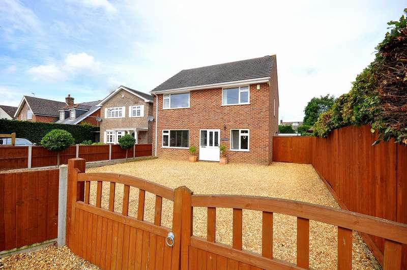 4 Bedrooms Detached House for sale in Hightown Road, Ringwood, BH24 1NL