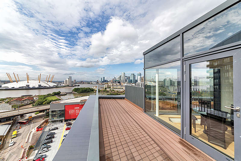 2 Bedrooms Penthouse Flat for sale in Java House, Botanic Square, London City Island, E14
