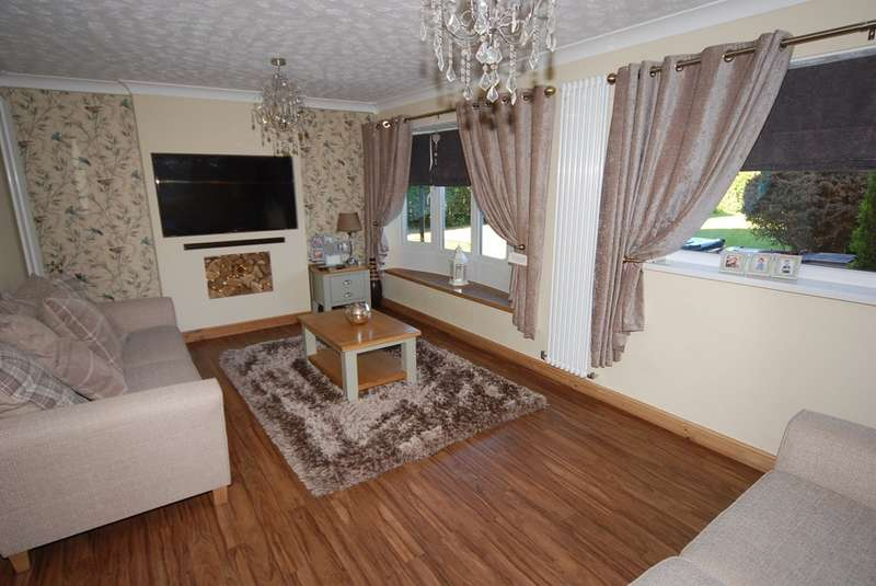 4 Bedrooms Detached House for sale in Kirkby Close, Askam-in-Furness, Cumbria, LA16 7HH