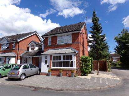 3 Bedrooms Link Detached House for sale in Ascot Close, Stratford-Upon-Avon