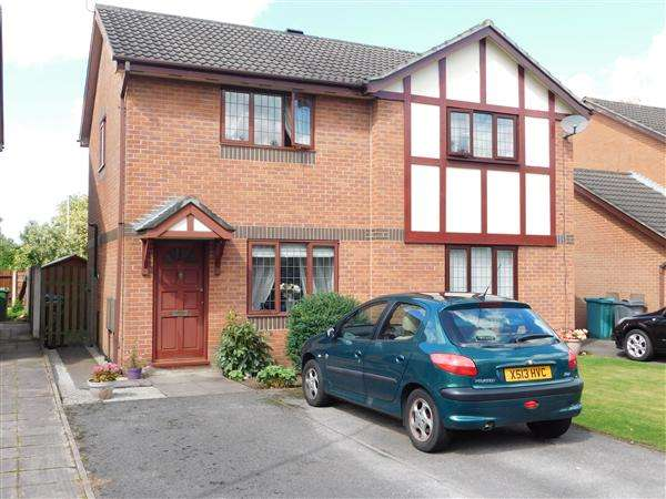 2 Bedrooms Semi Detached House for sale in Goldcrest Close, Sharston, Manchester