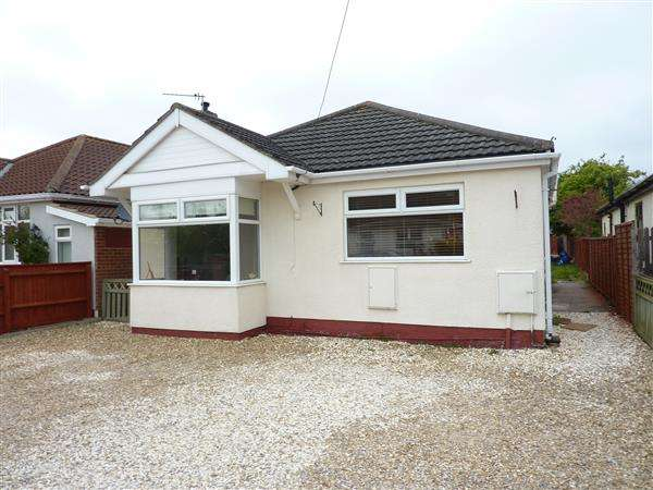 3 Bedrooms Detached Bungalow for sale in BRAETON LANE, SCARTHO, GRIMSBY
