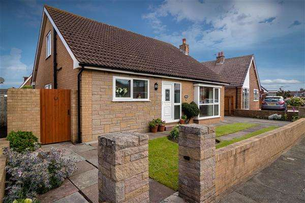 4 Bedrooms Bungalow for sale in Winchcombe Road, Thornton-Cleveleys