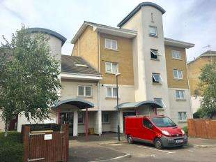 2 Bedrooms Flat for sale in Victory Lodge, Chichester Wharf, Erith, Kent