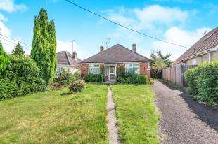 3 Bedrooms Bungalow for sale in North Road, Crawley, West Sussex, England