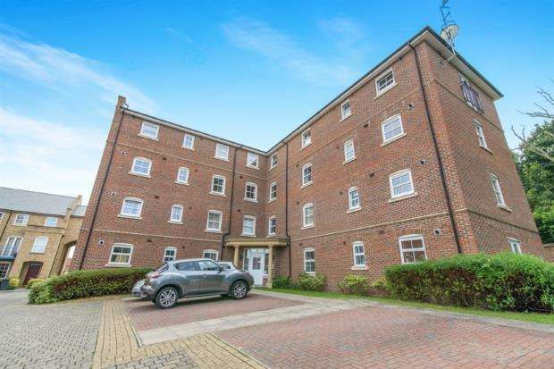 2 Bedrooms Flat for sale in Sherfield-On-Loddon, Hook, Hampshire
