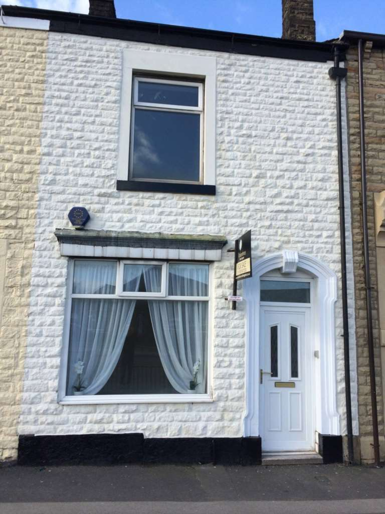 3 Bedrooms Terraced House for sale in Crompton Way Shaw