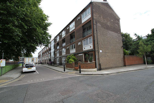 3 Bedrooms Maisonette Flat for sale in Smythe Street, Poplar, London, E14