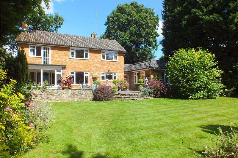 4 Bedrooms Detached House for sale in Parkway, Camberley, Surrey, GU15
