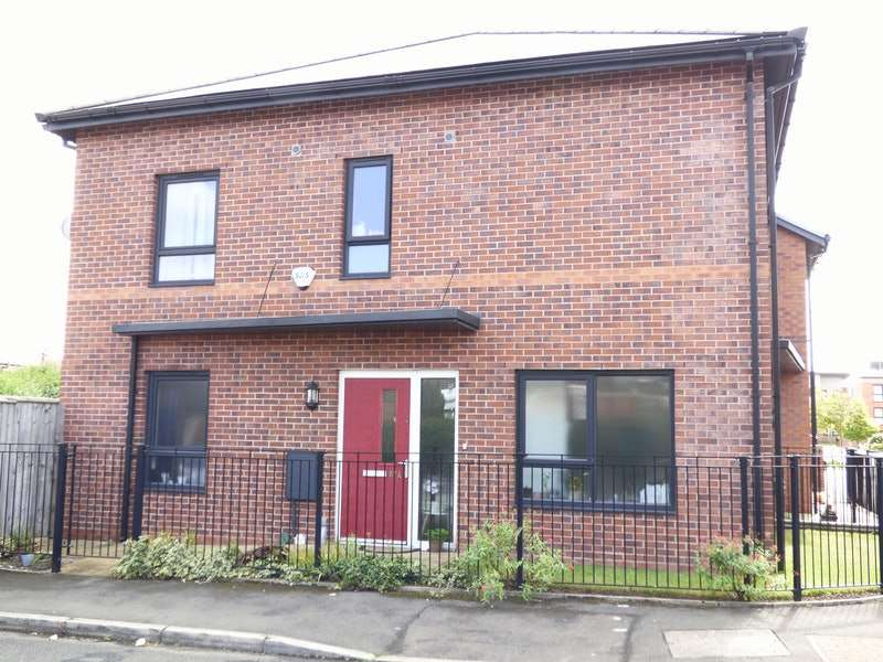 2 Bedrooms Semi Detached House for sale in Glastonbury Road, Manchester, Greater Manchester, M32
