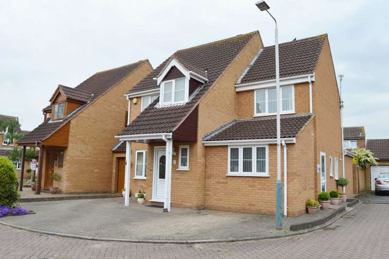 4 Bedrooms Detached House for sale in Guardian Close, Hornchurch