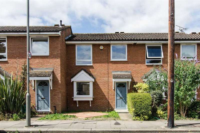 3 Bedrooms Terraced House for sale in Chivalry Road, London