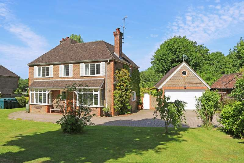 3 Bedrooms Detached House for sale in Five Oaks Road, Slinfold, West Sussex, RH13