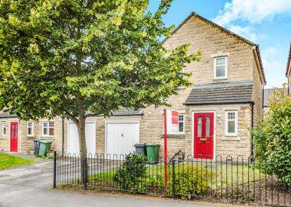3 Bedrooms Semi Detached House for sale in Oxley Road, Ferndale, Huddersfield, West Yorkshire