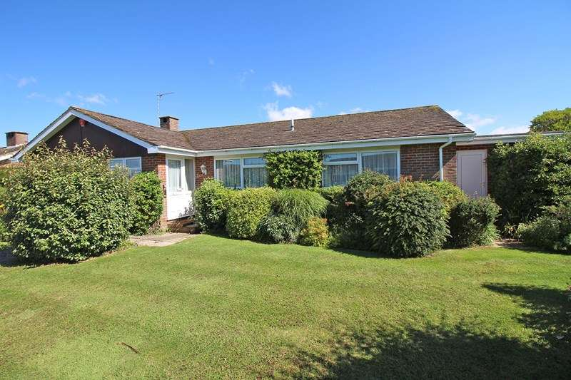 3 Bedrooms Detached Bungalow for sale in Dacres Walk, Milford On Sea, Lymington