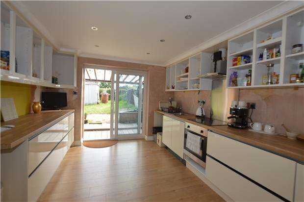 2 Bedrooms Flat for sale in Smarts Green, Chipping Sodbury, BRISTOL, BS37 6EA