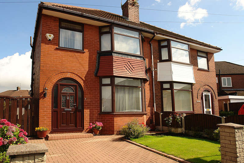 3 Bedrooms Semi Detached House for sale in 10 Crescent Road, Chadderton