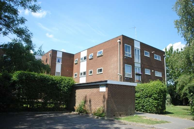 2 Bedrooms Flat for sale in Sunnydene Close, Harold Wood