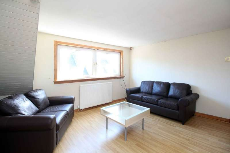 2 Bedrooms Flat for sale in Chalmers Street, Dunfermline, KY12 8AT