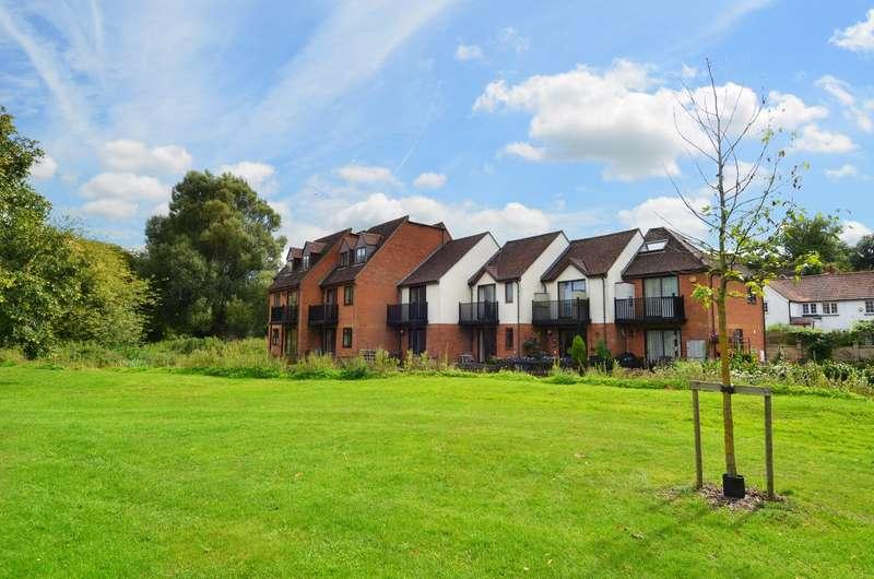 3 Bedrooms Maisonette Flat for sale in Rivers Edge, Kingsmead Road, Loudwater, HP11