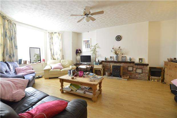 2 Bedrooms Flat for sale in Warrior Gardens, TN37 6EB