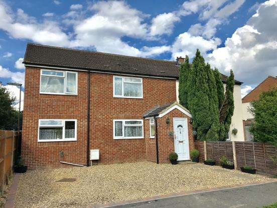 4 Bedrooms Semi Detached House for sale in Byfleet, Surrey