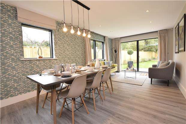 4 Bedrooms Detached House for sale in Players Close, Hambrook, Bristol, BS16 1SX
