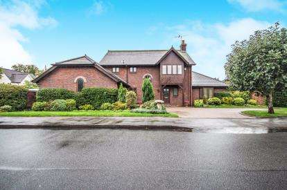 4 Bedrooms Detached House for sale in Bamburgh Grove, Leamington Spa, Warwickshire, England