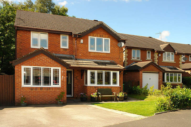 4 Bedrooms Detached House for sale in 3 Lower Fields Rise, Shaw, Oldham