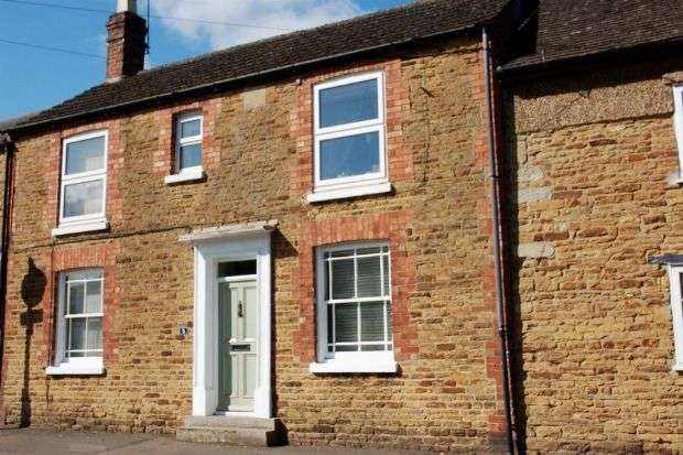 3 Bedrooms Cottage House for sale in Church Street, Moulton, Northampton NN3 7SP