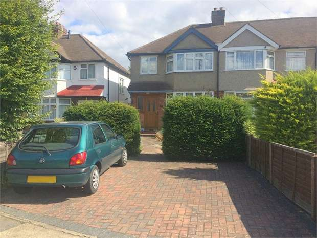 3 Bedrooms Semi Detached House for sale in Ashby Avenue, Chessington