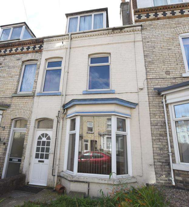 4 Bedrooms Town House for sale in Gladstone Strete, Scarborough, North Yorkshire YO12 7BN