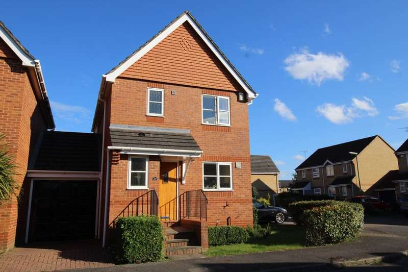 3 Bedrooms Detached House for sale in Holbrook Meadow, Egham, TW20