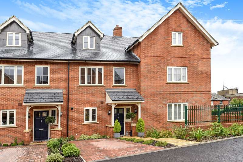 3 Bedrooms Town House for sale in St Andrews Place, HITCHIN, SG4