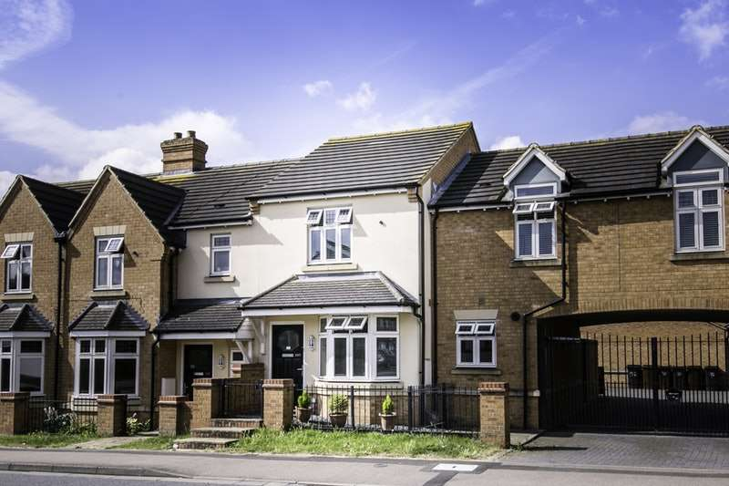 3 Bedrooms Terraced House for sale in Cotswold Avenue, Northampton, Northamptonshire, NN5