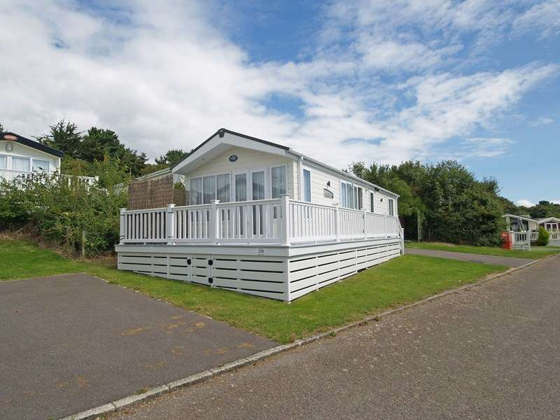 2 Bedrooms Mobile Home for sale in Shorefield Road, Lymington
