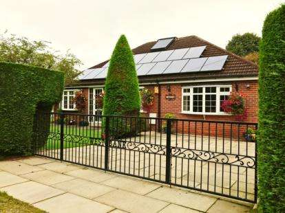 4 Bedrooms Bungalow for sale in Bank Street, Glazebrook, Warrington, Cheshire
