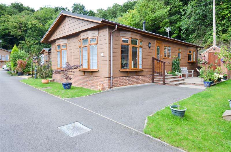 2 Bedrooms Park Home Mobile Home for sale in The Glen, Blackwell, Bromsgrove