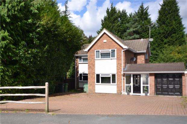 4 Bedrooms Detached House for sale in Clewborough Drive, Camberley, Surrey