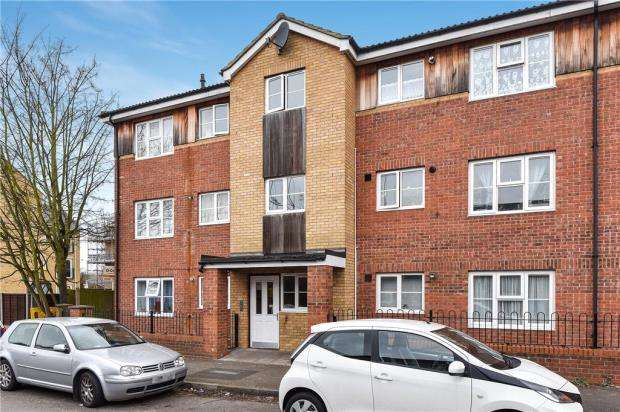 2 Bedrooms Apartment Flat for sale in Pursers Court, Slough